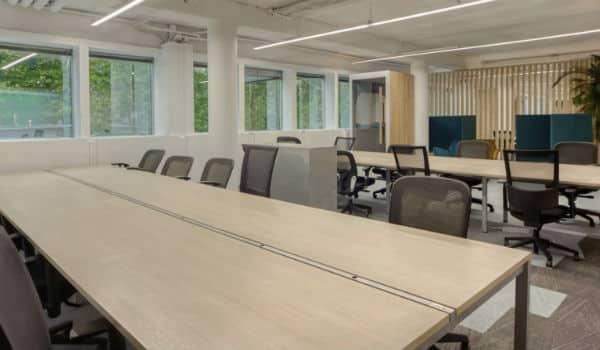 Espace de bureaux à partager semi-privé